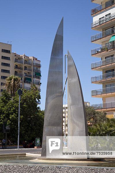 Brunnen an der Promenade  Benalmadena  Provinz Malaga  Costa del Sol  Andalusien  Spanien  Europa  ÖffentlicherGrund