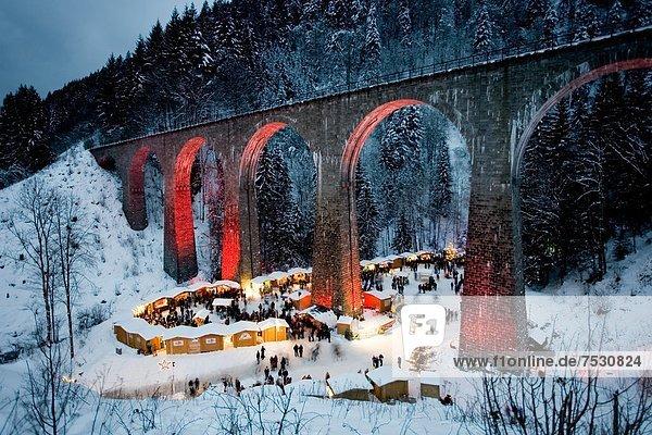 Weihnachtsmarkt in der Ravennaschlucht  Schwarzwald  Baden-Württemberg  Deutschland Weihnachtsmarkt in der Ravennaschlucht, Schwarzwald, Baden-Württemberg, Deutschland
