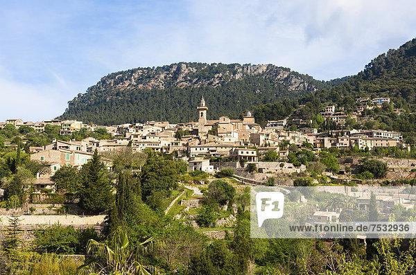 Europa Stadt Kirche Ansicht Mallorca Balearen Balearische Inseln alt Spanien Valldemossa
