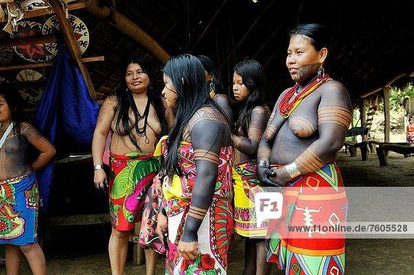 Frau  Fluss  Gemeinschaft  Mittelamerika  Ethnisches Erscheinungsbild