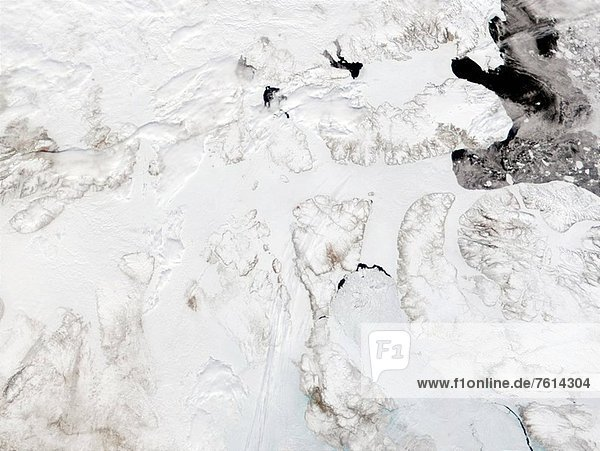 Clear water is beginning to appear in Canada´s Parry Channel  which connects Baffin Bay on the East and the Beaufort Sea on the West.