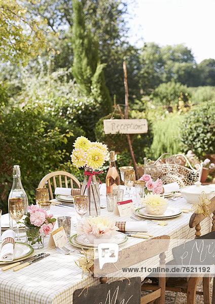 Tischset für Hochzeitsempfang im Freien