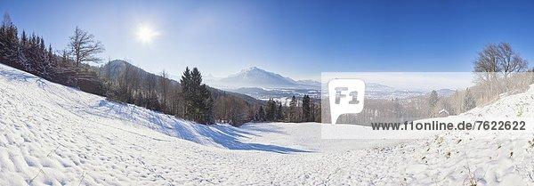 Blick vom Gaisberg zu den Berchtesgadener Alpen im Winter  Österreich