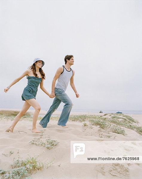 Gemeinsames Wandern am Strand