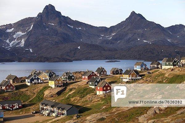 Berg Landschaft Stadt Hintergrund Ansicht Tasiilaq Grönland