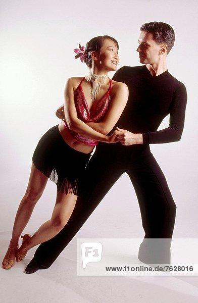 Ballsaal Tänzer im lateinischen Stil