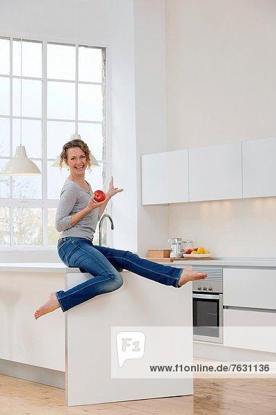 Frau  Gesundheit  Küche  jung