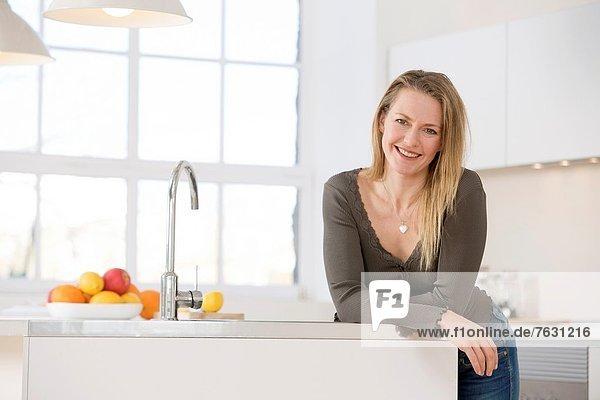 Attraktivität  Frau  Küche  jung