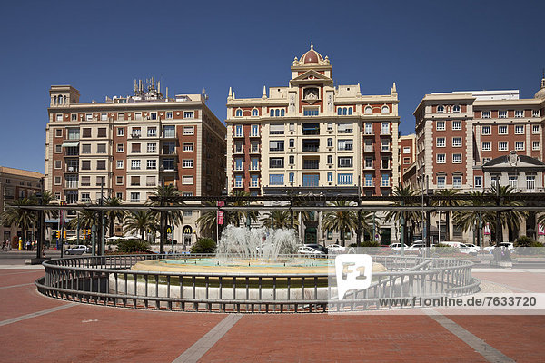 Springbrunnen Brunnen Fontäne Fontänen Europa Stadtplatz Jachthafen Andalusien Zierbrunnen Brunnen Spanien