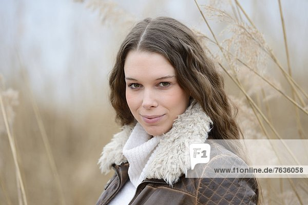 Smiling young woman outdoors  portrait