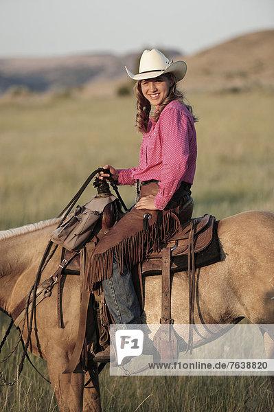 Vereinigte Staaten von Amerika  USA  Frau  Sport  Amerika  Hut  reiten - Pferd  Mädchen  Cowgirl  Oregon  Ranch