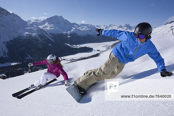 Freizeit Wintersport Frau Winter Mann Snowboard Sport Abenteuer schnitzen Skisport Ski Kanton Graubünden