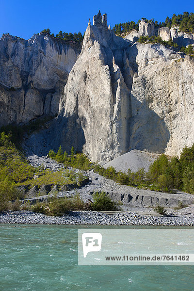 Felsbrocken Europa Steilküste fließen Fluss Surselva Schlucht Kanton Graubünden Erosion Schweiz
