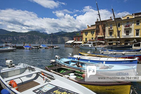 Fischereihafen  Fischerhafen  leer  Außenaufnahme  Hafen  Europa  Tag  niemand  Boot  Gardasee  Fischerboot  Italien