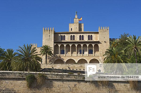 Kuppel  Außenaufnahme  Sehenswürdigkeit  bauen  Europa  Tag  Gebäude  niemand  Architektur  Kirche  Religion  Kathedrale  Christentum  Mallorca  Balearen  Balearische Inseln  Kuppelgewölbe  La Seu  Spanien