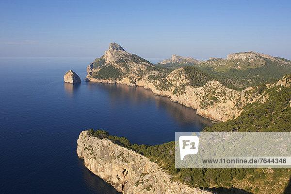 Außenaufnahme  Landschaftlich schön  landschaftlich reizvoll  Sehenswürdigkeit  Europa  Tag  Landschaft  Küste  niemand  Ziel  Meer  Natur  Mallorca  Kap Formentor  Balearen  Balearische Inseln  Spanien
