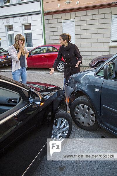 Feuerleiter  Verkehrsunfall  Unfall  Kollision  Diskussion  Auto  drehen  Unfall  beschädigt  Teilnahme  Ausgang  Schuld