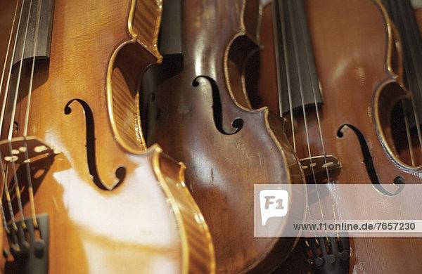Drei Geigenkörper - Streichinstrumente - Laden
