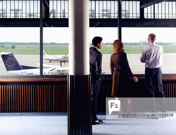 Geschäftsleute am Flughafen