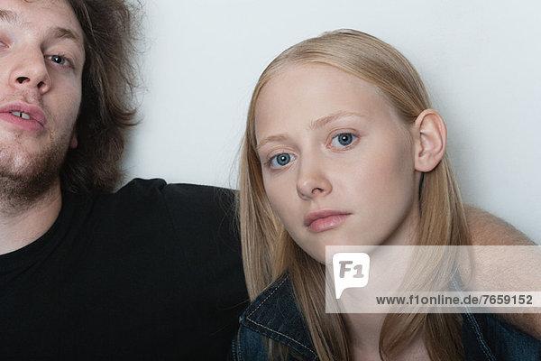 Junge Frau mit Freund  Portrait