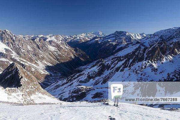 Aufstieg zum Col d'Aussois  hinten der Mont Blanc  Frankreich  Europa