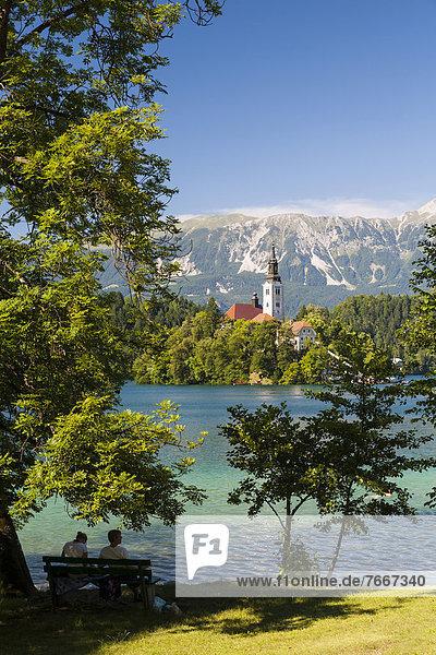 Bleder See  Blick zur Wallfahrtsinsel und zu den Steiner Alpen  Nationalpark Triglav  Slowenien  Europa Bleder See, Blick zur Wallfahrtsinsel und zu den Steiner Alpen, Nationalpark Triglav, Slowenien, Europa