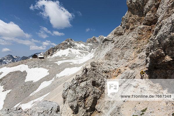 Aufstieg von der Berghütte Dom Planika zum Triglav  Nationalpark Triglav  Slowenien  Europa