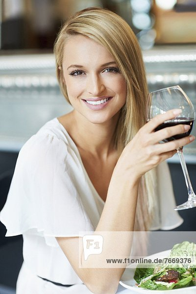 Woman eating lunch in restaurant