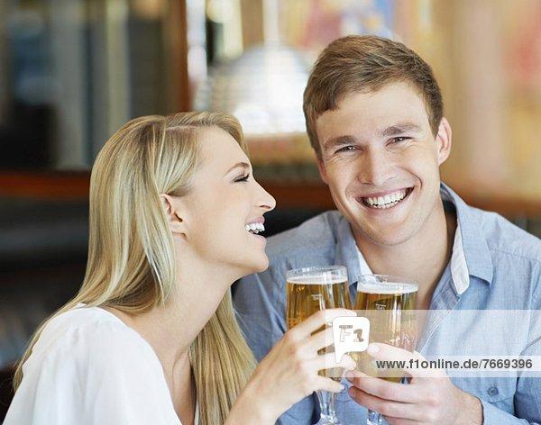 Paar Bier trinken