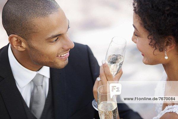 Ehepaar  trinken  Champagner