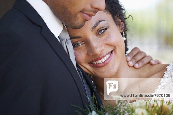 Porträt von frisch verheirateten paar