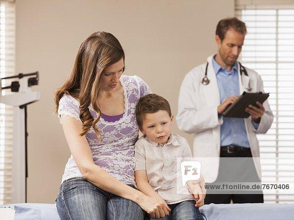Sohn  Büro  2-3 Jahre  2 bis 3 Jahre  Arzt  Mutter - Mensch