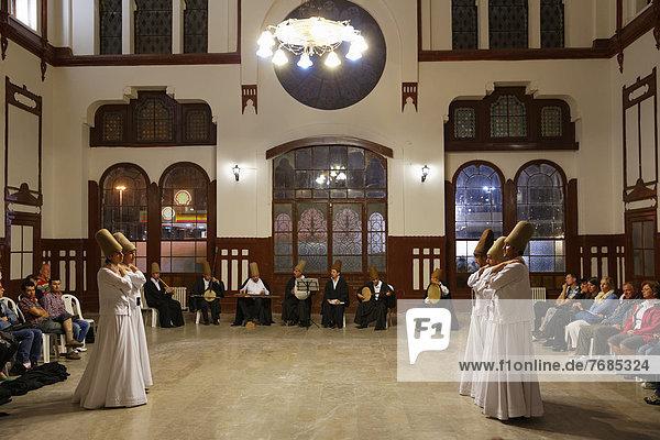 Derwischtanz  Sema-Ritual  Bahnhof Sirkeci  Istanbul  Türkei  Europa