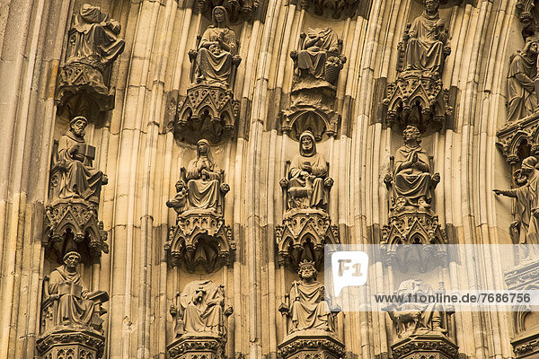 Michaelsportal  nördliche Querhausfassade  Kölner Dom  Köln  Nordrhein-Westfalen  Deutschland  Europa  ÖffentlicherGrund