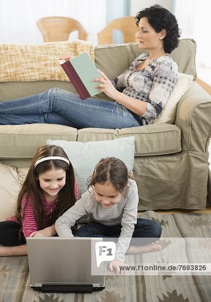 Entspannung  Zimmer  Tochter  Wohnzimmer  Mutter - Mensch