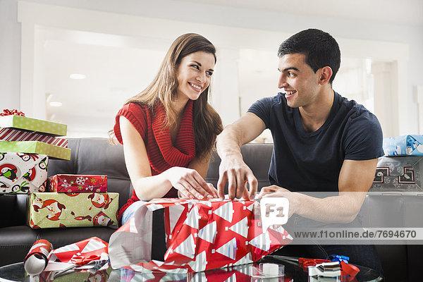 Geburtstagsgeschenk  Zimmer  Verpackung  Weihnachten  Wohnzimmer