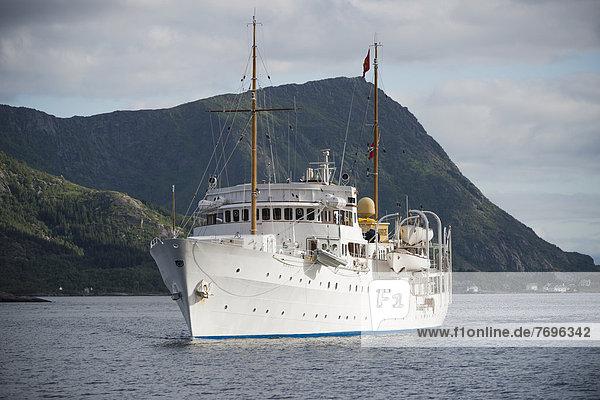 'Die königliche Yacht ''Norge'' im Vestfjord'