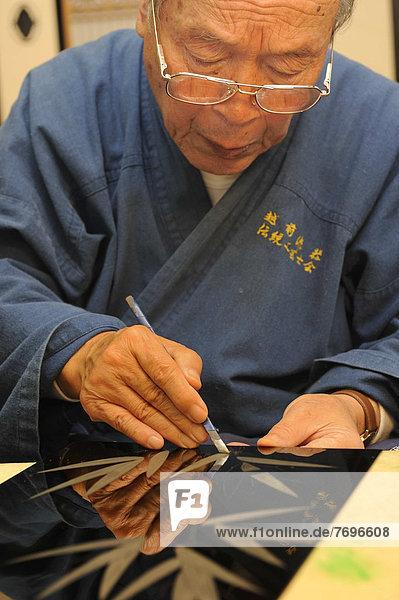 Mantel Ostasien hoch oben Reise Handwerker Schaben Kratzen Nagellack Asien Japan japanisch