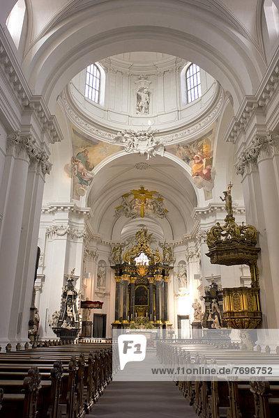 Innenraum mit Hochaltar  Dom St. Salvator zu Fulda  Fuldaer Dom