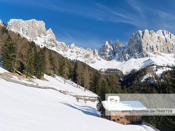 Anschnitt Trentino Südtirol Europa Berg Winter Berggipfel Gipfel Spitze Spitzen Dolomiten Gebirgskamm sprechen UNESCO-Welterbe Mitteleuropa tief Italien März Rosengarten Schnee
