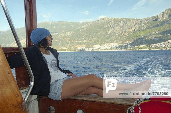 junge Frau junge Frauen ruhen Boot Rest Überrest