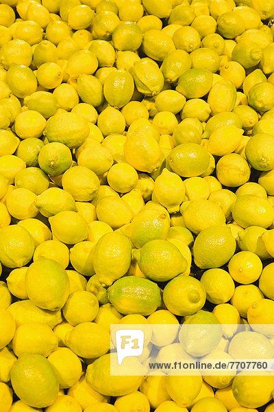 Pile of citrus fruit