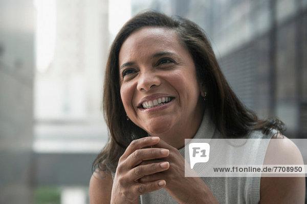 Geschäftsfrau lächelt