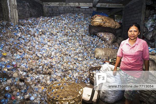 Wasser  Berg  Tasse  arbeiten  Recycling  Kunststoff  Unendlichkeit  Personal  durchsieben  sieben  Indonesien