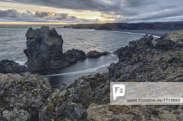 Felsen  Strand  Sonnenuntergang  über  Island