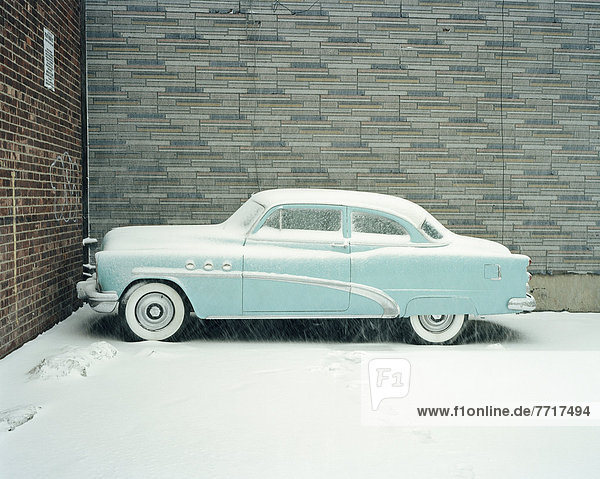 Auto  blau  Buick  Schnee