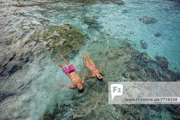 Tropisch  Tropen  subtropisch  Zusammenhalt  Wasser  über  Ozean  fließen  Riff