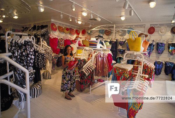 Frau Urlaub Laden Kleidung Hawaii hawaiianisch
