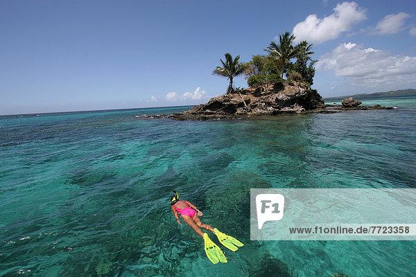 Frau  über  seicht  schnorcheln  Ansicht  Mikronesien  Palau  Riff