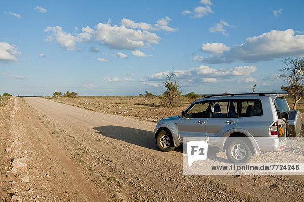 Fernverkehrsstraße  Geländewagen  Amboseli Nationalpark  Kenia
